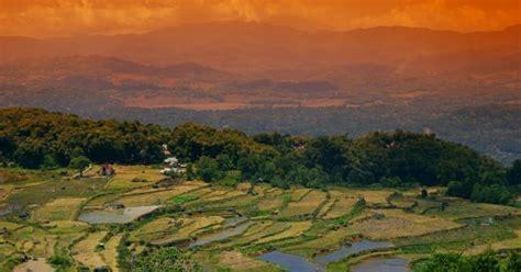 batutumonga menyaksikan keindahan bentang alam toraja
