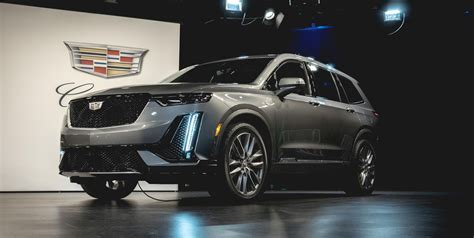 cadillac xt  row luxury suv specs release date