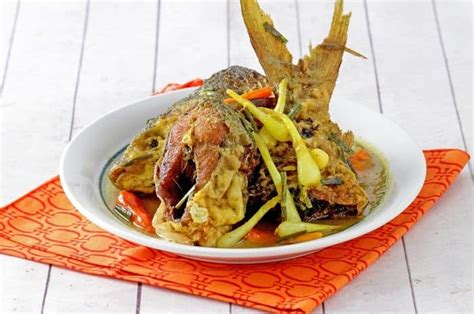 Menu khas palembang ini menyajikan rempah dan bumbu khas yang begitu memikat lidah. Resep Masakan Ikan Bandeng Bumbu Rujak