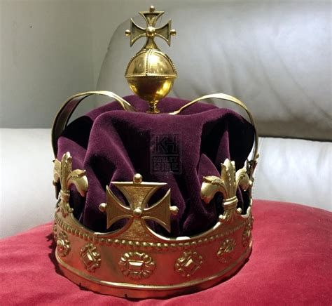 Crown Jewels Prop Hire » Gold Royal Crown - Keeley Hire