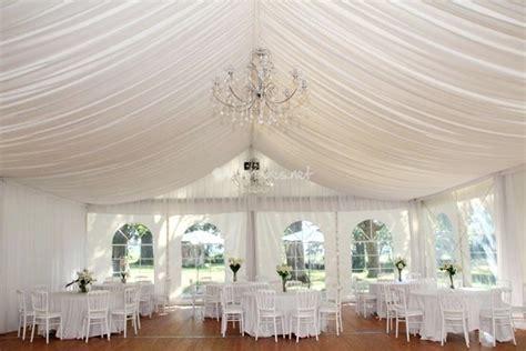 les tentures pour d 233 corer votre salle de mariage