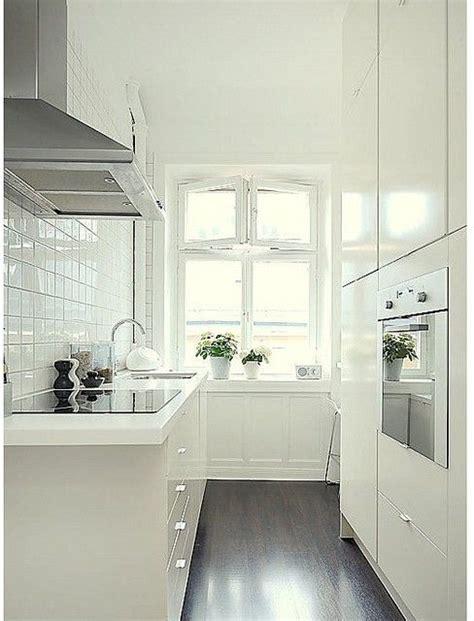 small white galley kitchens de 108 bedste billeder fra k 248 kken kitchen p 229 5565