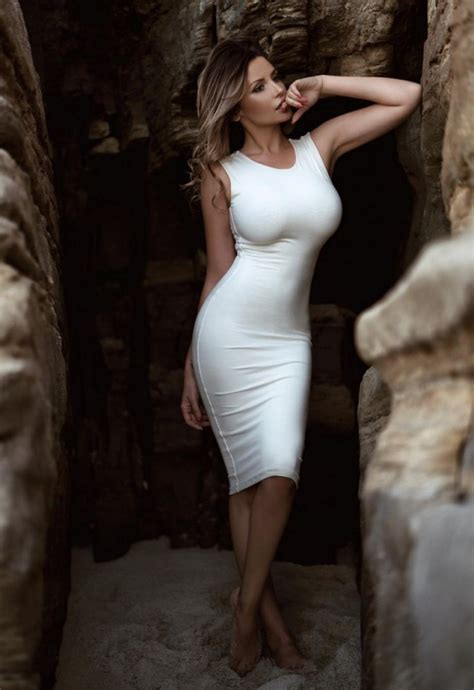 Summer Is A Great Season For Sexy Girls In Tight Dresses Pics