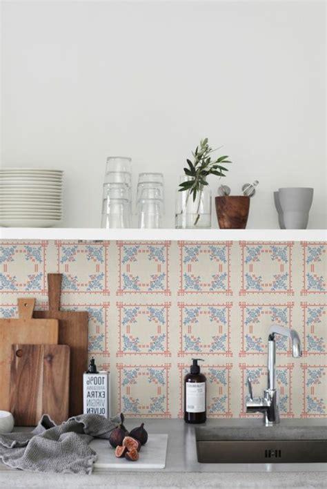 poser carrelage mural cuisine le carrelage mural en 50 variantes pour vos murs