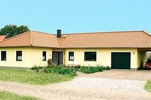 Haus Mit Integrierter Garage : individuell geplant bungalow mit integrierter garage und carport ~ Frokenaadalensverden.com Haus und Dekorationen