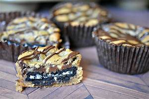 chocolate chip cookie cups stuffed with oreos hugs and