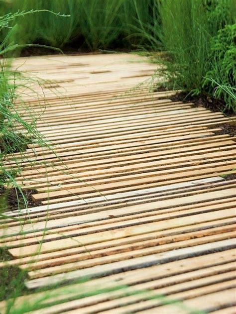 Gartenweg Aus Holz gartenwege gestalten tricks der gartengestaltung