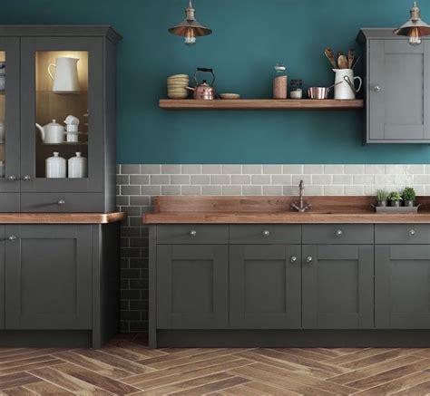peinture cuisine bleu cuisine bleu canard et bois pour se plonger dans dynamisme et noblesse