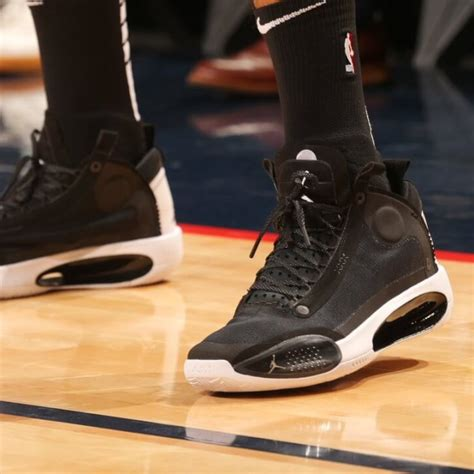 pros wear carmelo anthonys air jordan  shoes