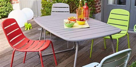 chaise et table de cuisine mobilier de jardin carrefour la collection printemps été