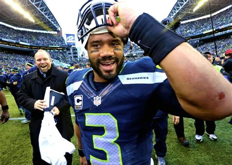 russell wilson seahawks agree   contract latest