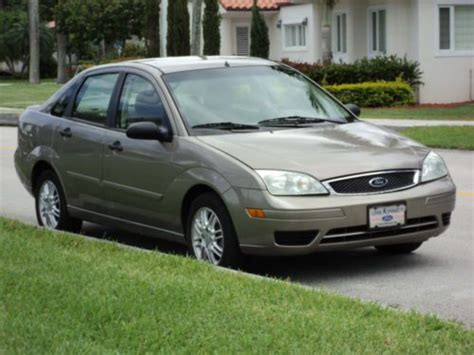 sell   ford focus se zx gas saver  owner rust