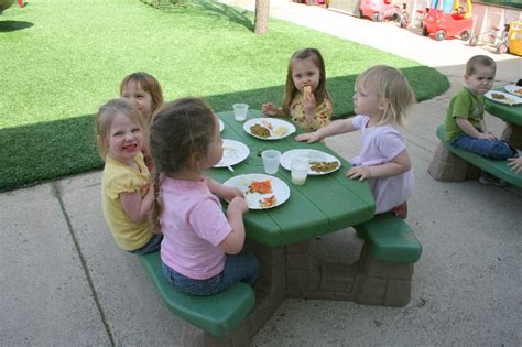 my cms preschool amp early learning center clarksville 368   3 1 picnic outside 2
