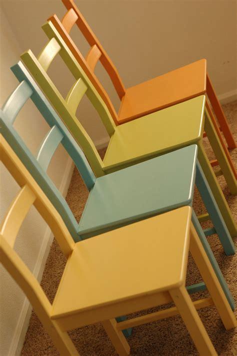 colored kitchen chairs ikeaの椅子をペイントしよう diy事例7選 2327