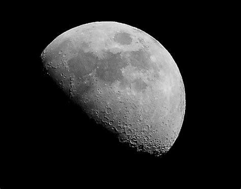 moon     mm lens  hand held   flickr