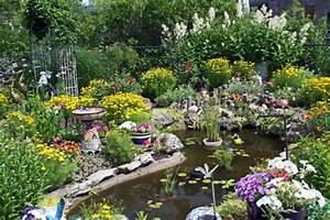Pflanzen Rund Um Den Gartenteich : sch nen gartenteich anlegen gestalten sie einen wassergarten ~ Whattoseeinmadrid.com Haus und Dekorationen