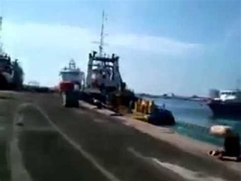 Youtube Tugboat Accidents by Tugboat Accident Psalm 1 Slams Into The Dock And 2 Other