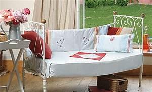 17 meilleures idees a propos de lits en fer anciens sur With tapis chambre bébé avec canape lit en fer