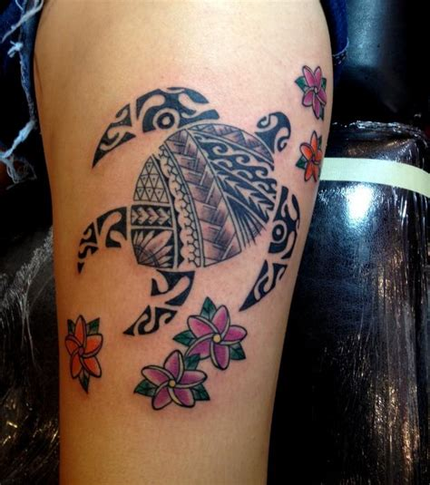 tatouage femme cuisse photo tatouage femme une tortue hawa 239 enne sur la cuisse