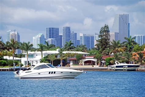 House Boat Rental Miami by Renting Boats In Miami For The Weekend Global Cool