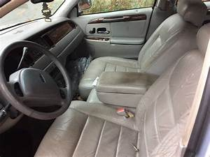 2001 Lincoln Town Car - Interior Pictures
