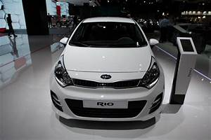 Kia Paris : kia 39 s 2015 rio shows its new face in paris ~ Gottalentnigeria.com Avis de Voitures