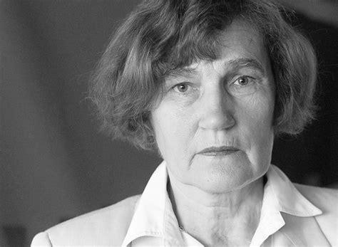 Mūžībā devusies tekstilmāksliniece Aija Baumane - Latvijā ...