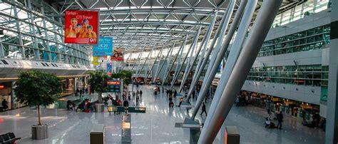 Aufgrund der hohen passagierzahlen ist das. Flughafen Düsseldorf (Ankunft & Abflug) | DUS Flugplan ...