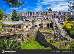 Bilder Mit Häusern : panoramasicht auf die antike stadt pompeji mit h usern und stra en stockfoto lara sh 184106922 ~ Sanjose-hotels-ca.com Haus und Dekorationen