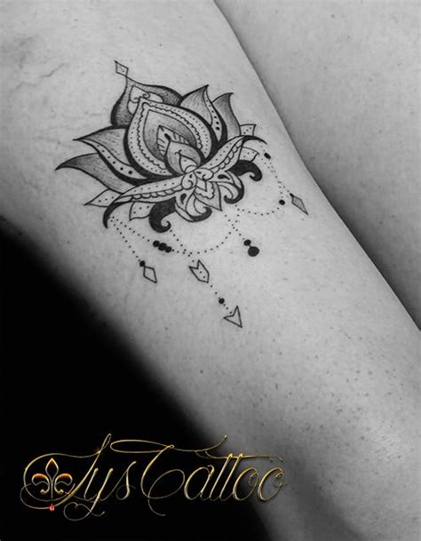 tatouage femme cuisse fleur de lotus