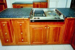 how do i clean grease kitchen cabinets 17 best ideas about kraftmaid cabinets on 9675