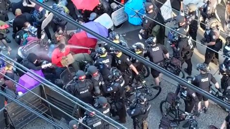 Clashes between police, protesters continue in Seattle