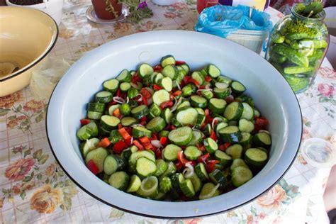 Gurķu salāti ziemai. Bez pasterizēšanas! | Praktiski.lv