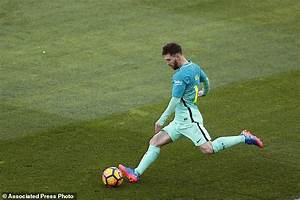 Barcelona top for now as Messi scores winner vs Atletico ...
