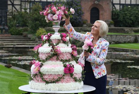 mary berry quits  great british bake   move