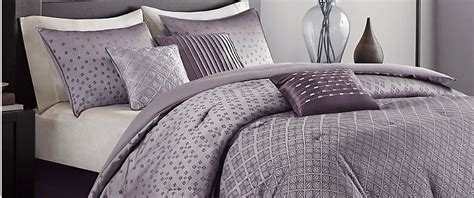 Duvet Vs Comforter Vs Coverlet by Difference Between A Duvet And Comforter