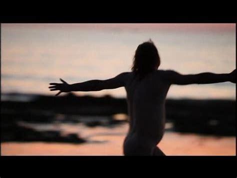 philippe katerin tout nu sur la plage youtube