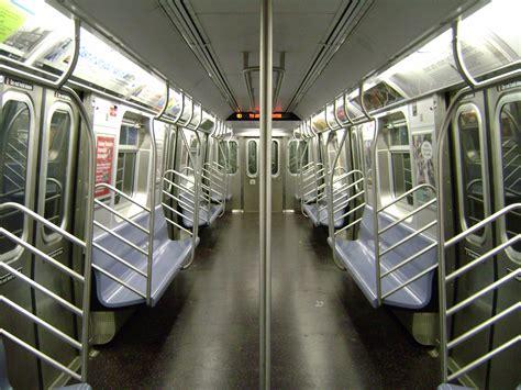 R New York City Subway  Ee  Car Ee