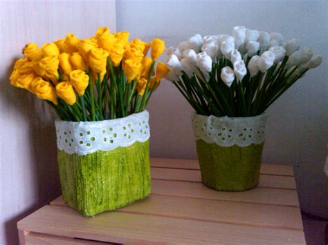 berbagi gagasan vas bunga limbah kertas kerajinan