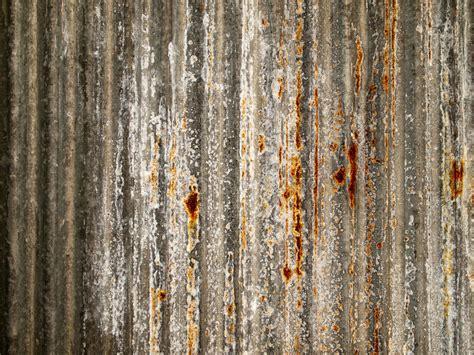 zinc piece ore rost rust morceau mineral grunge rouille sur stahlplatte zink stueck einem palm lead female crystalline inclusions