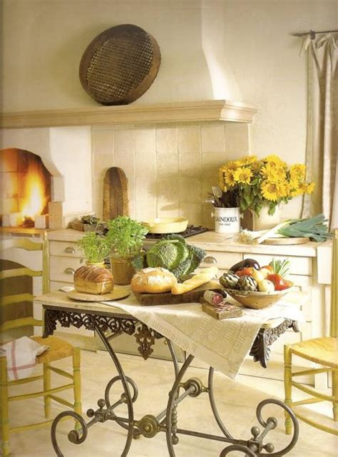 Shop french provincial furniture, decor and art at great prices on chairish. 20 Modern Interior Decorating Ideas in Provencal Style