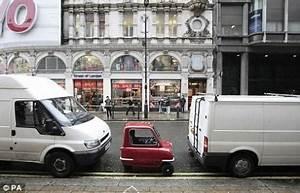 La Plus Petite Voiture Du Monde : photo la peel 50 la plus petite voiture du monde ~ Gottalentnigeria.com Avis de Voitures
