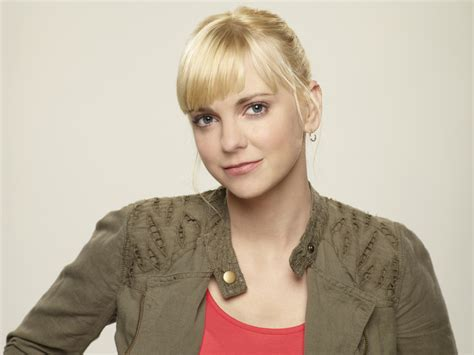 Anna Faris Playing Complex Character Cbs Mom