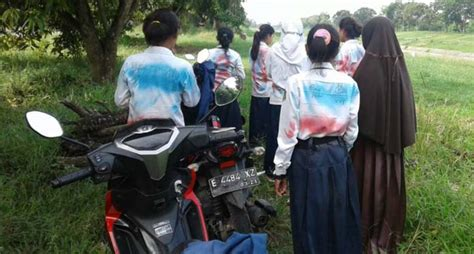 satpam bubarkan aksi corat coret siswa perempuan radar