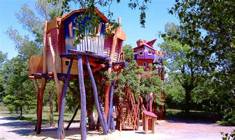 maisons dans les arbres cing holidays treehouses in lyon family holidays in villette d anthon rh 244 ne alpes