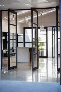les 25 meilleures idees concernant portes pivotantes sur With porte d entrée pvc avec cloison de verre salle de bain