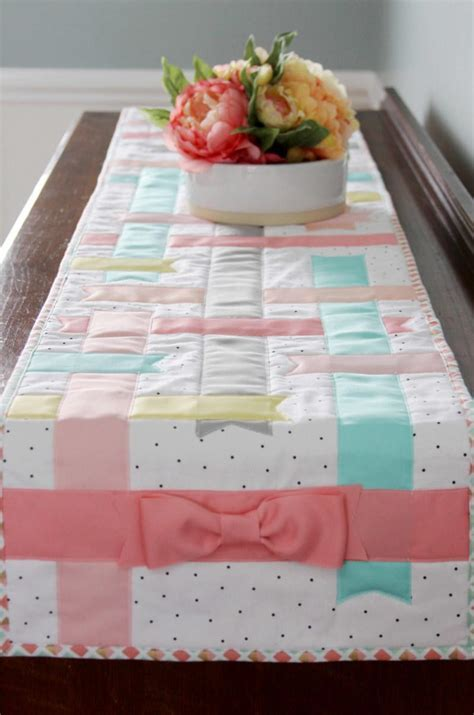 Spring Time Table Runner   AllFreeSewing.com