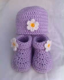 Free Crochet Baby Booties and Hat Pattern