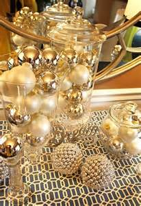 31 sparkling gold christmas décor ideas digsdigs
