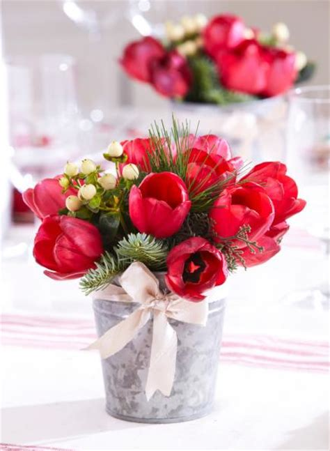 50 easy christmas centerpiece ideas christmas centrepieces red tulips and centerpieces